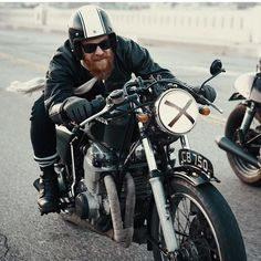 Get your daily dose of quality cafe racer inspiration! Vintage Motorcycles, Custom Motorcycles, Custom Bikes, Honda Cb750, Yamaha, Scooters, Bobber, Beard Game, Motorcycle Clubs