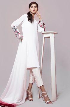 Stylish Dresses For Girls, Stylish Dress Designs, Girls Dresses, Designer Punjabi Suits, Indian Designer Wear, Embroidery On Clothes, Plain Dress, White Tunic, Kurta Designs