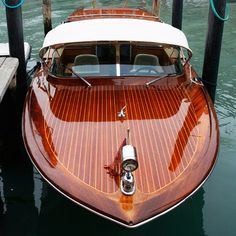 A Riva boat on the Grand Canal l Photographer: Godong/UIG via Getty Images Cool Boats, Small Boats, Yatch Boat, Wooden Speed Boats, Riva Boat, Cruiser Boat, Classic Wooden Boats, Vintage Boats, Jaguar E Type