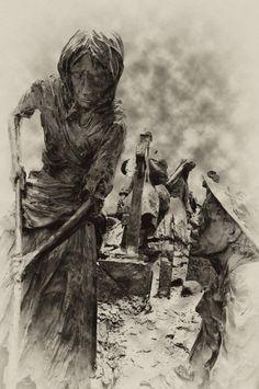 in 1847 – An Gorta Mór mass emigration. – Stair na hÉireann/History of Ireland 1847 Irish Famine, World Earth Day, British Government, The St, Cannon, Ireland, Statue, History, Illustration