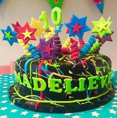Spletter cake voor madelieve Birthday Cake, Desserts, Food, Tailgate Desserts, Birthday Cakes, Deserts, Eten, Postres, Dessert