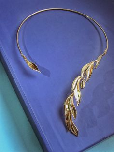 Gold Olive Branch Necklace, Wedding  necklace, Bridal accessory, Olive Leaf Neckpiece as a perfect Birthday Gift, Special for the opera event, with V-Neck dress, Opened neckline accessory, Open Collar Golden Necklace made in Italy, Sparkling gold olive branch choker Branch Necklace, Leaf Necklace, Collar Necklace, Wire Jewelry, Jewelry Art, Jewelry Design, Unique Jewelry, Golden Necklace, Inspirational Celebrities