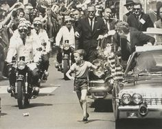1963. 26 Juin. Photo taken by photojournalist James ATHERTON, showing a young boy who has broken through the barricades to reach President Kennedy during the motorcade to West Berlin City Hall on June 26, 1963