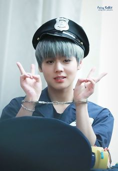 The handcuff looks wrong. Park Jihoon Produce 101, Nikita Singh, Produce 101 Season 2, Fans Cafe, Together Forever, Ulzzang Boy, Jinyoung, Beautiful Boys, Korean Singer