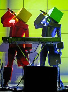 Pet Shop Boys Concert in Montreal (Metropolis) on 29th August, 2009 (Pandemonium Tour). The Pet Shop Boys are also performing at Toronto's Virgin Festival on 30th August.    Robots singing and playing the synthesizers during Pet Shop Boy's hit single '