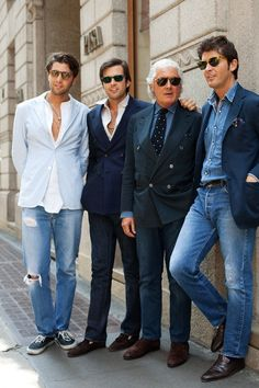 Two of my favourite Sartorialist pictures ever capture how denim is worn. Enjoy the style fiesta right from the streets of Italy! (photos from The Sartorialist) The Sartorialist, Blazer Jeans, Denim Jeans, Sharp Dressed Man, Well Dressed Men, Seersucker Blazer, Italian Fashion, Timeless Fashion, Vintage Fashion