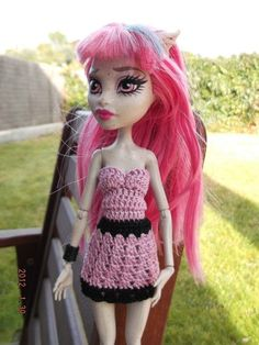 Vestido de crochet. Hecho a mano. Monster High Doll Clothes, Monster High Dolls, Crochet Monster High, Doll Costume, Costumes, Doll Patterns, Crochet Patterns, Crochet Doll Clothes, Hobbies And Crafts