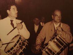 Luis Buñuel tocando el tambor con su amigo Tomás Gascón