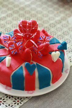 """""""Union Jack"""" Gâteau d'anniversaire: craquant aux gavottes, dacquoise, chantilly au chocolat Birthday cake"""