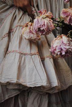 prairie dress (this site has AMAZING linen apparel)