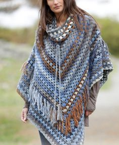 Crochet DROPS poncho with detachable collar, dc-groups and fringes, worked top down in Big Delight. Size: S - XXXL. Free crochet pattern by DROPS Design. Crochet Scarves, Crochet Shawl, Crochet Clothes, Crochet Vests, Knitted Shawls, Crochet Motif, Knit Crochet, Hand Crochet, Beau Crochet