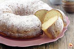 La ciambella al mascarpone con farina di mais è un dolce morbido dal sapore particolare, semplice da preparare e ottimo per la colazione.