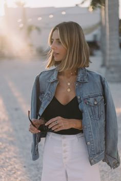 Jess Ann Kirby pairs a Paige silk tank with the Levi's Trucker Jacket for a cool night in Florida. Oufits Casual, Casual Outfits, Fashion Outfits, Womens Fashion, Fashion Trends, Summer Outfits, Fashion Bloggers, Work Outfits, Everyday Look