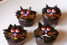 Cute black cats Halloween cupcakes!
