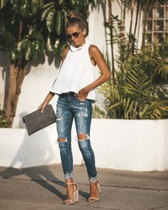 Love this color and the distressed look of the jeans – Summer Outfits – Summer Fashion Tips Mode Outfits, Casual Outfits, Fashion Outfits, Womens Fashion, Fashion Trends, Spring Summer Fashion, Spring Outfits, New Yorker Mode, Bohemian Mode
