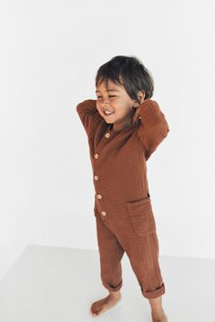 Fall Toddler Outfits, Toddler Boy Fashion, Fashion Kids, Baby Boy Outfits, Kids Outfits, Kids Dress Wear, Kids Wear, Family Photo Outfits, Baby Faces