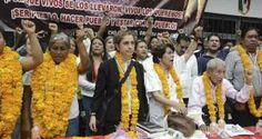 La periodista Carmen Aristegui, padres de los 43 normalistas de Ayotzinapa desaparecidos, la nieta del escritor mexicano José Revueltas, Hilda Cruz Revueltas, y la Coordinadora Nacional de Trabajadores de la Educación (CNTE) recibieron este sábado la presea Sentimientos del Pueblo que les otorgó la Dirección Colectiva de la Universidad Autónoma de Guerrero (UAG). Antes […]