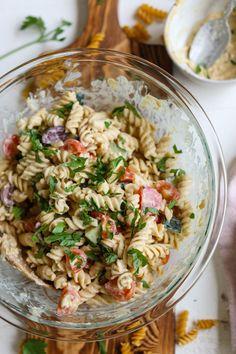 Hummus Salad, Tuna Salad Pasta, Healthy Pasta Salad, Vegan Hummus, Vegan Pasta, Pasta Salad Recipes, Caprese Pasta, Couscous Salad, Shrimp Salad