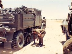 Gun tractor with flat tire Army Day, Brothers In Arms, Defence Force, Military Pictures, African History, Military History, Military Vehicles, South Africa, Monster Trucks