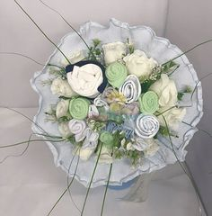 Επιλέξτε τιμή! Μπουκέτο ανθοδέσμη με τριαντάφυλλα φτιαγμένα από μωρουδιακά ρουχα για νεογέννητο αγοράκι Shower Party, Baby Shower Parties, Baby Bouquet, Floral Wreath, Wreaths, Home Decor, Baby Favors, Diaper Parties, Floral Crown
