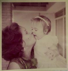 👁💗💌 #tbt El juego de la felicidad... #1967 #mami & #me 👸🏼👑 #Caracas #LosPalosGrandes 💌 #GoldenMemories ✨💫 #love 💕