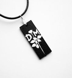Necklace hand painted on wood