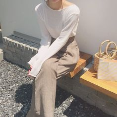 Korean Fashion Trends you can Steal – Designer Fashion Tips Older Women Fashion, Girl Fashion, Fashion Outfits, Womens Fashion, Fashion Tips, Fashion Ideas, Fashion Games, Aesthetic Fashion, Aesthetic Clothes
