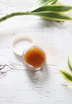 Goodbye to Chapped Lips With These 25 DIY Lip Scrubs Use sugar, honey and olive oil to DIY this lip scrub.Use sugar, honey and olive oil to DIY this lip scrub. Matte Lip Color, Lip Colors, Homemade Beauty, Diy Beauty, Beauty Tips, Beauty Products, Natural Products, Lemon Body Scrubs, Lip Scrub Homemade