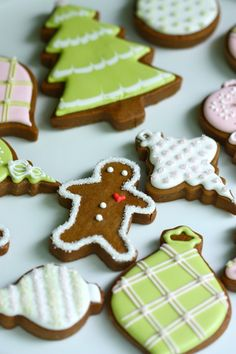 Gingerbread Cookies With Royal Icing Plus Decoration Tutorial Holiday Cookies, Holiday Treats, Christmas Treats, Christmas Baking, Christmas Biscuits, Holiday Baking, Royal Icing Cookies, Cake Cookies, Sugar Cookies