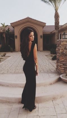 .I #need a simple, sexy, figure hugging black dress. just like this one #glamour #givemeglamourorgivemedeath