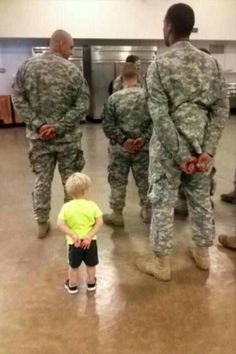 46 new Ideas for baby pictures military heroes Funny Pictures For Kids, Baby Pictures, Random Pictures, Funny Kids, Soldado Universal, Military Love, Military Humor, Support Our Troops, American Soldiers