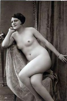 Postcards of the Past - Vintage Erotic Postcards of Girls Alone (2)