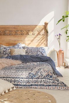Discover new ideas for Moroccan decor and interior style, from rustic and bright to calm and sophisticated. This global interior design style is perfect. bedroom furniture head boards Moroccan Decor: 4 New Ways - Decorator's Notebook Bohemian Bedrooms, Girl Bedrooms, Bohemian Apartment, Hipster Apartment, Boy Rooms, Small Bedrooms, Mediterranean Decor, Mediterranean Architecture, Moroccan Decor