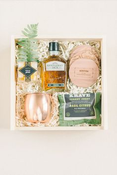 CUSTOM GROOMSMEN GIFTS Marigold & Grey creates artisan gifts for all occasions. Wedding welcome gifts. Workshop swag. Client gifts. Corporate event gifts. Bridesmaid gifts. Groomsmen Gifts. Holiday Gifts. Order online or inquire about custom gift design. http://www.marigoldgrey.com Image: Elizabeth Fogarty