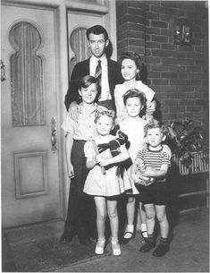 """A rare picture of the Baileys, the film family from the classic """"It's a Wonderful Life"""".One of the best movies of all times.Jimmy Stewart, Donna Reed and Lionel Barrymore. Old Movies, Great Movies, Vintage Hollywood, Classic Hollywood, Hollywood Stars, Donna Reed, I Love Cinema, Rare Pictures, Film Serie"""