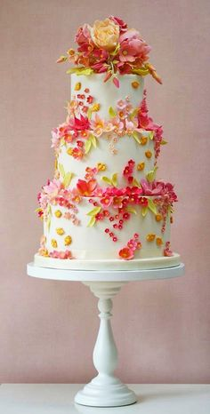 Picking out your wedding cake is one of the most fun parts of planning your wedding! Cake tasting is the best. Check out these 18 beautiful wedding cakes to get some inspiration for your own wedding. Beautiful Wedding Cakes, Gorgeous Cakes, Pretty Cakes, Amazing Cakes, Cake Wedding, Wedding Cupcakes, Bolo Cake, Tier Cake, Gateaux Cake