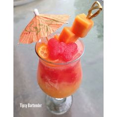 tipsybartender:  ▃▃▃▃▃▃▃▃▃▃▃▃▃▃▃▃▃▃▃▃▃▃▃▃       PAPAYA PARADISE ¾ oz Vodka  ¾ oz Rum  1 slice of fresh Papaya, muddled  2 fresh Kumquats, muddled  ½ oz Pineapple juice  ½ oz Peach juice  ¼ oz Lime juice  6 watermelon ice cubes (use fresh watermelon juice to freeze into cubes)    INSTAGRAM PHOTO CREDIT: @calimixers    Post your cocktail pics using #TipsyBartender We will repost the best ones. Each month the pics with most likes wins $100, 2nd Place $75, 3rd Place $50.    #drinkporn #foodporn…