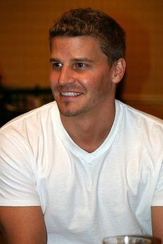 Pronunciation of David Boreanaz: learn how to pronounce David Boreanaz in English with the correct pronunciation by native linguists. Read about David Boreanaz David Boreanaz, Bones Actors, Tv Actors, Actors & Actresses, Bones Serie, Freddy Rodriguez, Seeley Booth, Booth And Bones, Star David