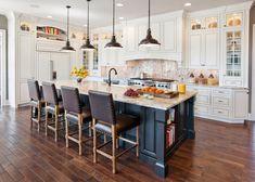 Modern Luxury Kitchens For A Grand Kitchen Traditional Kitchen Design, Home Decor Kitchen, Kitchen Furniture, Home, Kitchen Decor, New Kitchen, Home Kitchens, Traditional Kitchen, Kitchen Design