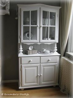 White kitchencabinet by Brocanterie Derdijk China Cabinet Makeovers, Hutch Redo, Chalk Paint Furniture, Decoration, Repurposed, Sweet Home, Kitchen Cabinets, Diy Projects, Farmhouse