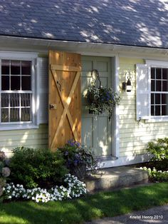 Adorable colonial  -  Linda Broughman via Susan Blakley onto Beautiful doors