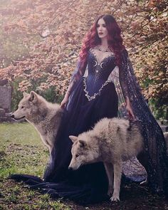 Another beautiful photo by @ironwoodwolves 🌿🐺🍂 Model: @cervenafox 👸🏻 Dress: @alicecorsets ✨