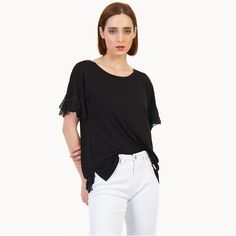 Paired with a high-waisted skirt is your top choice. Office Looks, Off Duty, High Waisted Skirt, Short Sleeves, Feminine, Blouse, Skirts, Model, How To Wear