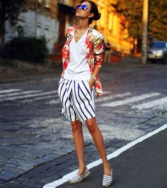 street-style-bermuda-listrada-e-blazer-floral
