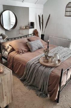 Room Ideas Bedroom, Home Decor Bedroom, Diy Bedroom, Stylish Bedroom, Bedroom Designs, Modern Bedroom, Grey Wall Bedroom, Urban Bedroom, Western Bedroom Decor