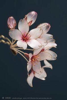 Beautiful Resin Flowers By Kanzashi Artist Sakae - Life Chilli Nail Polish Flowers, Nail Polish Jewelry, Nail Polish Crafts, Resin Jewelry, Hair Jewelry, Pink Polish, Jewellery, Nylon Flowers, Wire Flowers