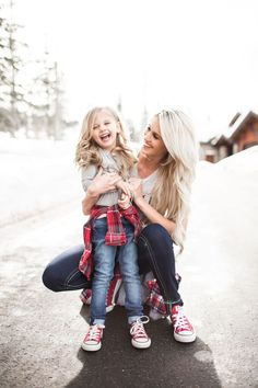 Mother And Daughter Smiling - Mother Daughter Love - Mother Daughter - MomCanvas Mommy Daughter Pictures, Mother Daughter Pictures, Mother Daughter Fashion, Mother Daughter Matching Outfits, Mommy And Me Outfits, Mother Daughters, Daddy Daughter, Mom Daughter Photography, Children Photography