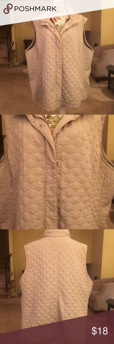 🦄 Avenue Quilted and Lined Vest w/ Pockets This vest is lovingly worn by myself. I am sorry to see it go but not my color. No rips tears or stains. Great with jeans or joggers. Zipper and snaps. Avenue Jackets & Coats Vests