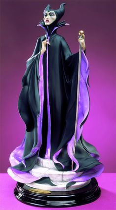 Sleeping Beauty - Maleficent - Armani by Giuseppe Armani Disney Statues, Disney Figurines, Collectible Figurines, Disney Villains, Disney Pixar, Walt Disney, Sleeping Beauty Maleficent, Disney Sleeping Beauty, Maleficent Art