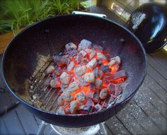 Fire Up The Grill - Grill Master Shares 40 Unconventional Hacks To Take Your Grilling Up A Level Grilling Tips, Grilling Recipes, Cooking On The Grill, Cooking Tips, Smoker Cooking, Tin Foil Dinners, Grilled Desserts, Fire Food, Bbq Tools
